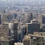 La ville et les pyramides